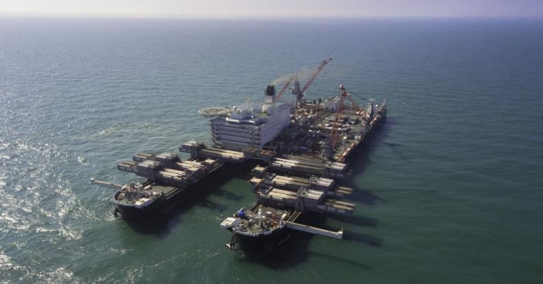 Największy statek świata zdemontował platformę na Yme - GospodarkaMorska.pl