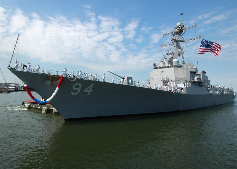 Incydent między okrętami USA i Iranu w cieśninie Ormuz - GospodarkaMorska.pl