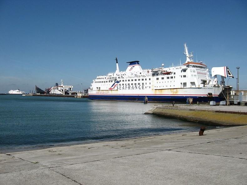 Armatorzy oraz władze portu w Dover czekają na rozwiązanie problemu obozowiska w Calais - GospodarkaMorska.pl