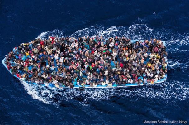 3400 migrantów uratowano w weekend na Morzu Śródziemnym - GospodarkaMorska.pl