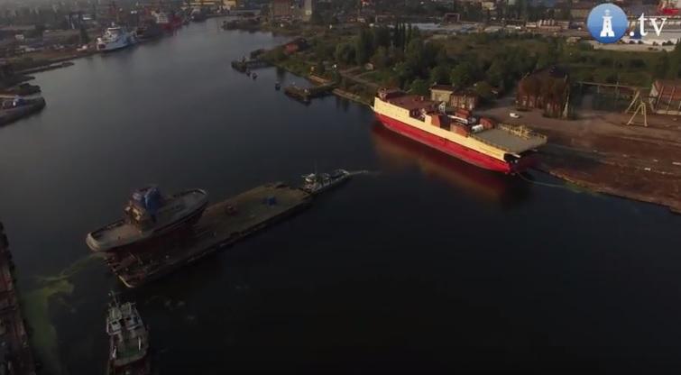 Kolejne wodowanie nowoczesnego holownika w stoczni Safe w Gdańsku (wideo) - GospodarkaMorska.pl