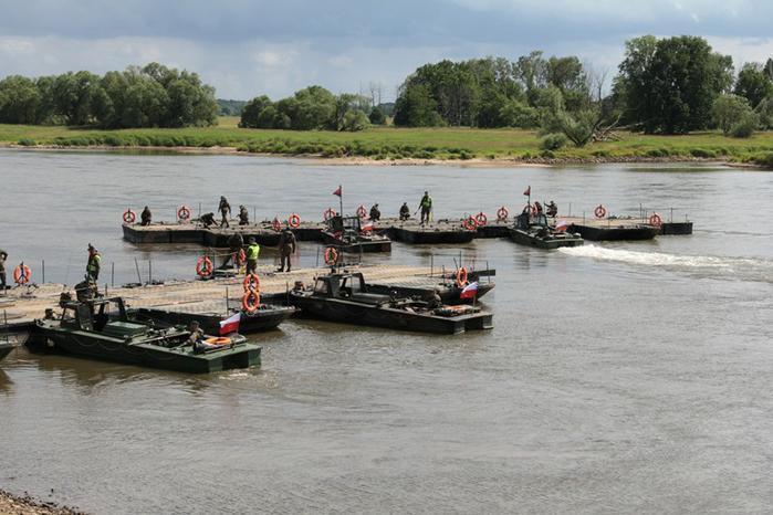 Saperzy z Inowrocławia na poligonie uczą się pokonywać wodne przeszkody - GospodarkaMorska.pl