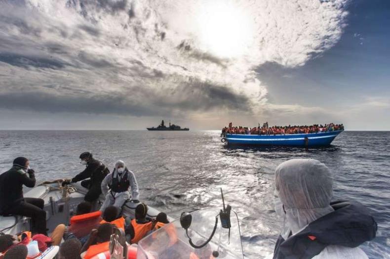 Ponad 6 tysięcy migrantów uratowano na Morzu Śródziemnym - GospodarkaMorska.pl