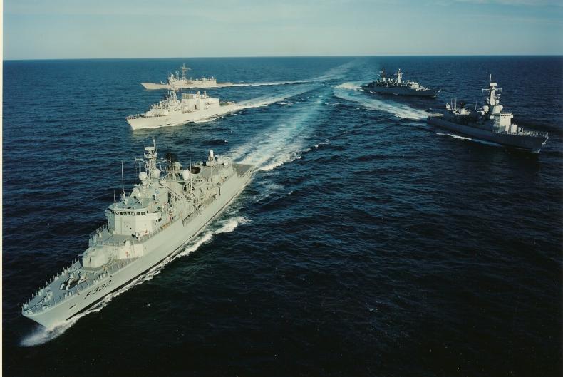 Bildt: Bałtyk to morze natowskie i unijne; musimy modernizować flotę - GospodarkaMorska.pl