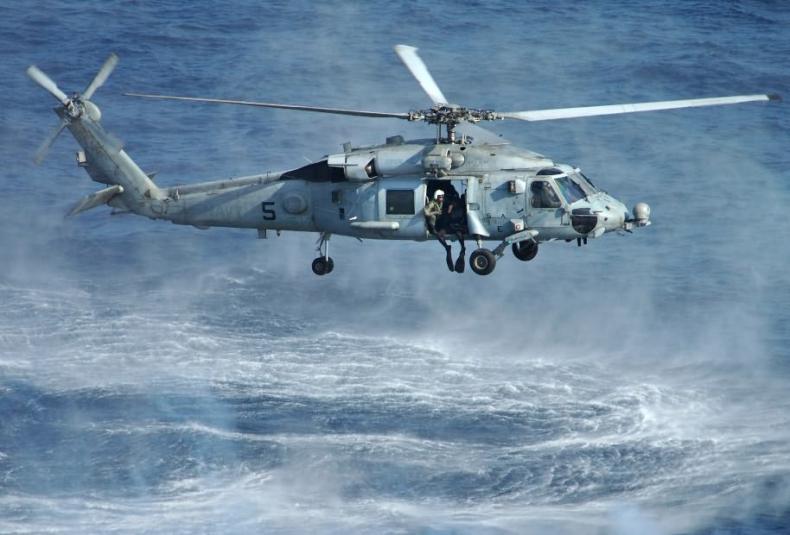 Irański okręt skierował uzbrojenie na amerykański śmigłowiec - GospodarkaMorska.pl