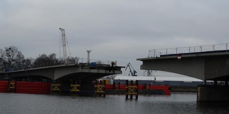 Ogromna dziura w Moście Cłowym w Szczecinie. Rozpoczął się decydujący etap remontu (foto) - GospodarkaMorska.pl