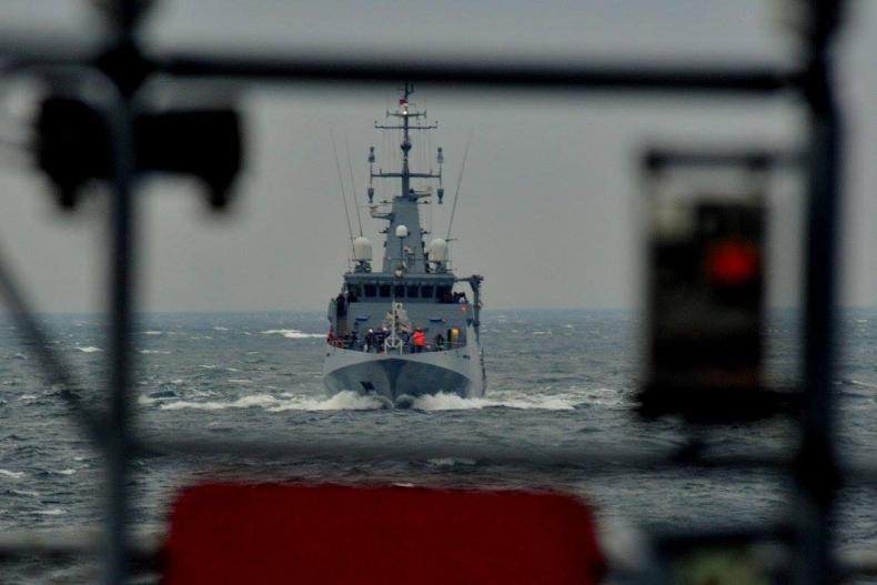 ORP Kormoran na poligonie morskim - GospodarkaMorska.pl