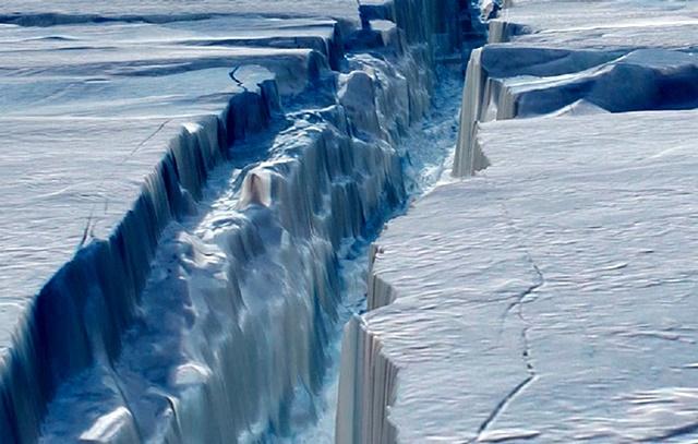 Antarktyda się rozpada.To zdjęcie mówi wszystko - GospodarkaMorska.pl
