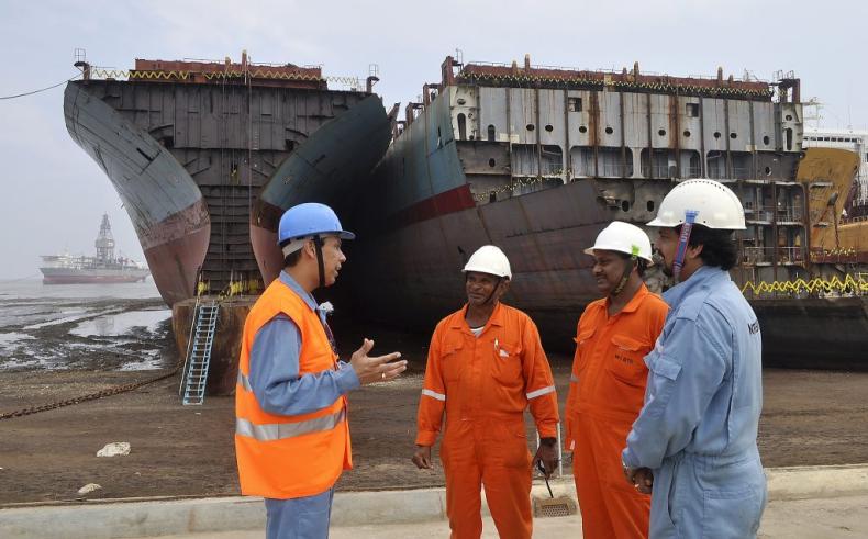 Maersk też pozbywa się panamaxów. 8 jednostek idzie na złom - GospodarkaMorska.pl