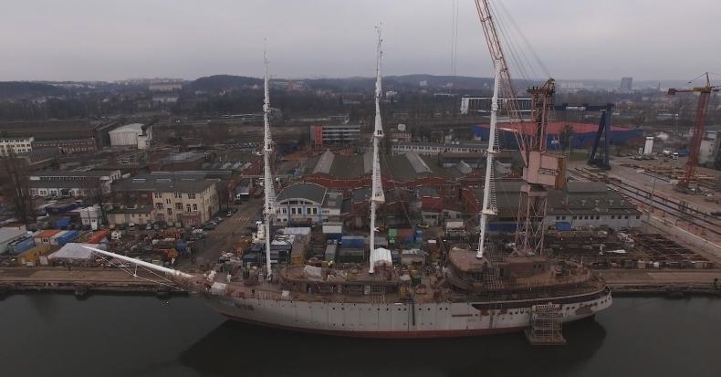 Zakończył się montaż masztów na fregacie dla Algierczyków (wideo) - GospodarkaMorska.pl
