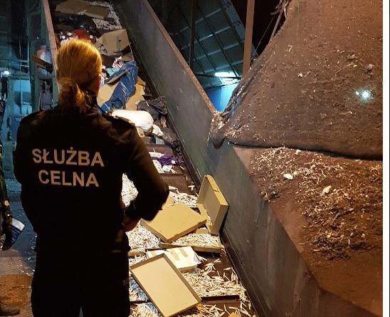 Służba Celna zniszczyła zatrzymane towary - GospodarkaMorska.pl