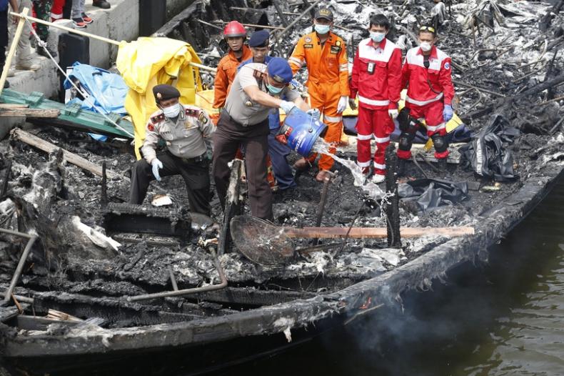 Pożar na promie w Indonezji: 23 osoby poniosły śmierć, 17 zaginionych - GospodarkaMorska.pl