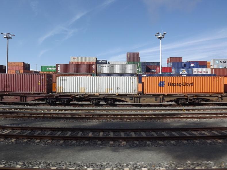 Pierwsze towarowe połączenie kolejowe Chin z Wielką Brytanią - GospodarkaMorska.pl