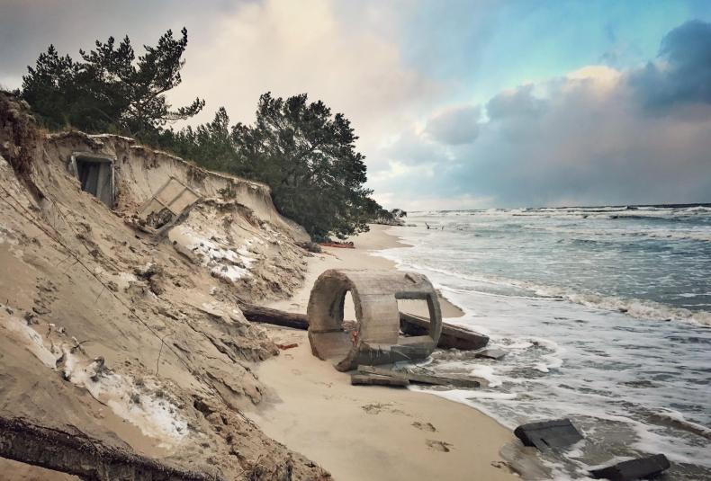 Morskie fale odkryły jedną z militarnych tajemnic Helu (foto) - GospodarkaMorska.pl