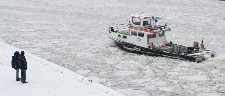 Dunaj pokryty lodem, żegluga wstrzymana - GospodarkaMorska.pl