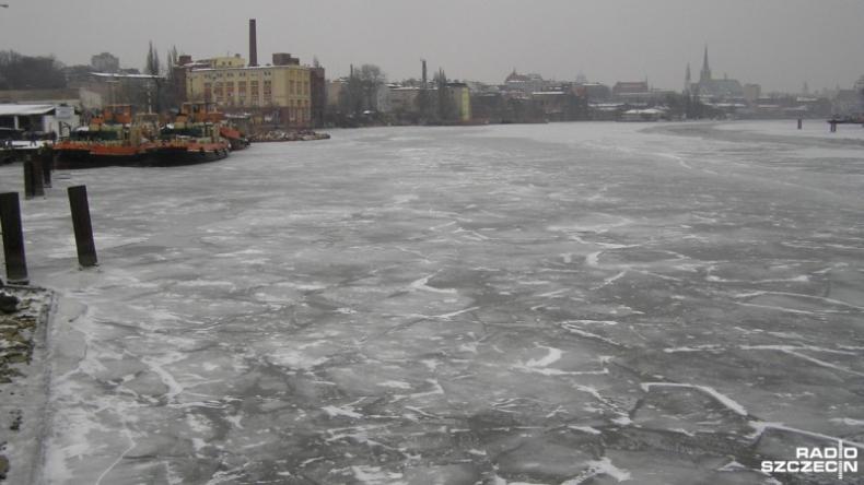 Rozpoczęła się akcja lodołamania na Odrze - GospodarkaMorska.pl