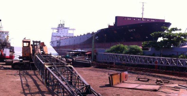 Więcej kontenerowców pójdzie na żyletki w tym roku - GospodarkaMorska.pl