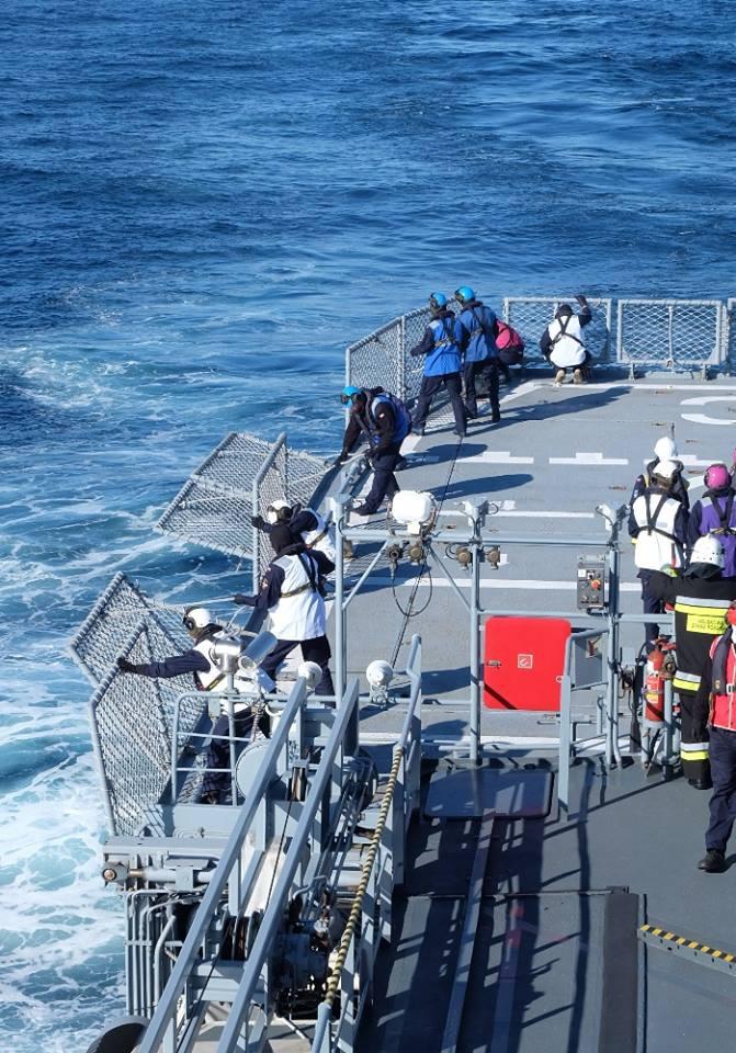 Alarm bojowy na pokładzie ORP Kontradmirał X. Czernicki (zdjęcia) - GospodarkaMorska.pl