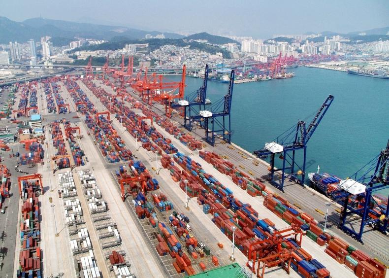 Port w Szanghaju utrzymuje pozycję światowego lidera - GospodarkaMorska.pl
