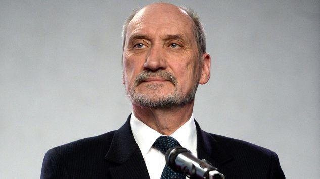 Macierewicz: Mam nadzieję, że w Szczecinie będą budowane nie tylko okręty podwodne - GospodarkaMorska.pl