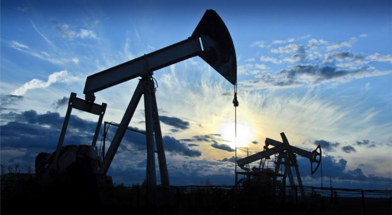 """W USA ropa tanieje, a styczeń będzie pierwszym miesiącem """"zniżkowym"""" od X 2016 - GospodarkaMorska.pl"""