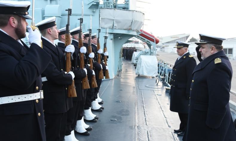 Z mundurem pożegnał się dowódca najsłynniejszego polskiego niszczyciela ORP Błyskawica - GospodarkaMorska.pl