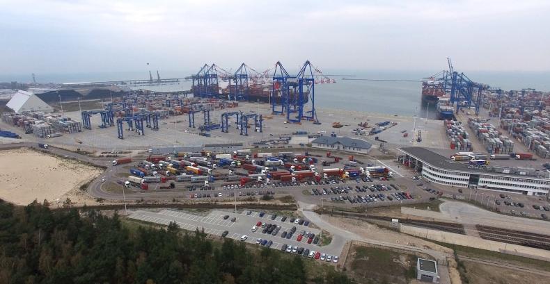 DCT wprowadza obowiązek awizacji samochodów ciężarowych w godzinach szczytu - GospodarkaMorska.pl