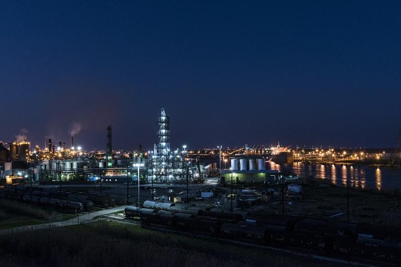 Ropa w USA mocno taniała, ale we wtorek zyskuje 0,3 proc., a Rosja popiera Iran - GospodarkaMorska.pl
