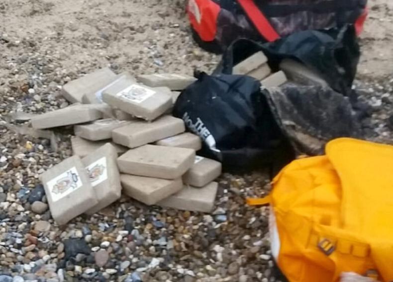 360 kilogramów kokainy znaleziono na plaży - GospodarkaMorska.pl