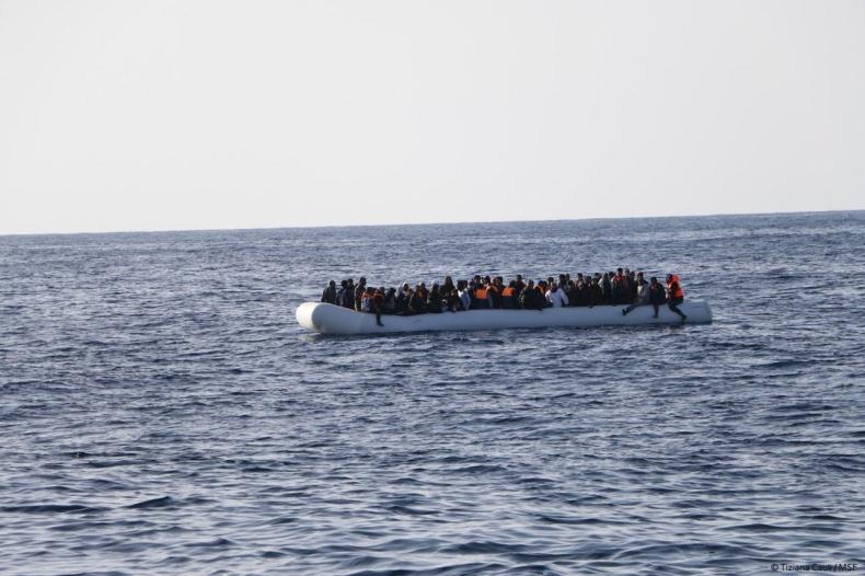 Kilka akcji ratunkowych u wybrzeży Libii – udzielono pomocy 730 osobom - GospodarkaMorska.pl