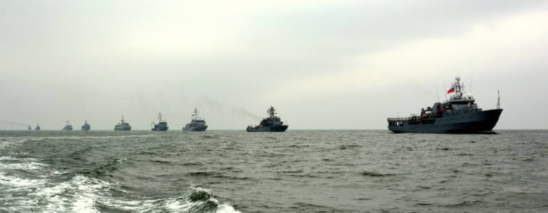 Parada okrętów na Morzu Czarnym z okazji 18. rocznicy wstąpienia Polski do NATO (foto) - GospodarkaMorska.pl
