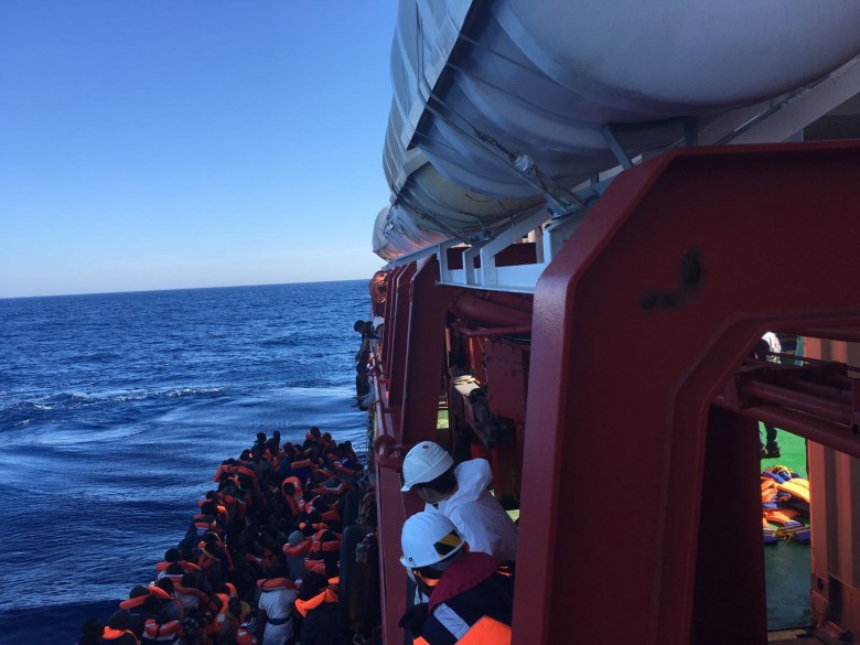 6,5 tys. migrantów uratowanych w weekend na Morzu Śródziemnym - GospodarkaMorska.pl