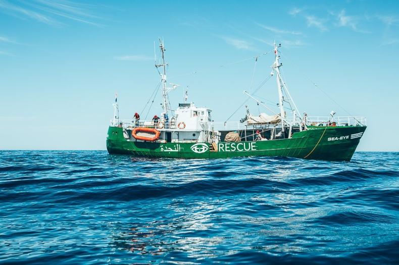 Organizacje pozarządowe ratują migrantów na Morzu Śródziemnym - GospodarkaMorska.pl