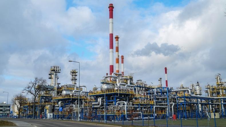Rafineria Lotosu przerabia coraz więcej ropy spoza Rosji - GospodarkaMorska.pl