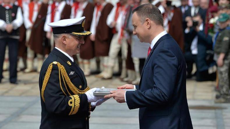 Prezydent RP wyróżnił 3. Flotyllę Okrętów - GospodarkaMorska.pl