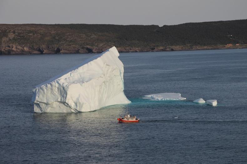 Arabowie chcą przeciągnąć górę lodową z Arktyki do ZEA - GospodarkaMorska.pl