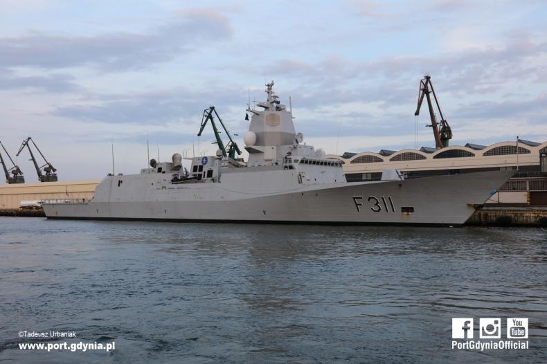 Norweska fregata z wizytą w gdyńskim porcie (foto) - GospodarkaMorska.pl