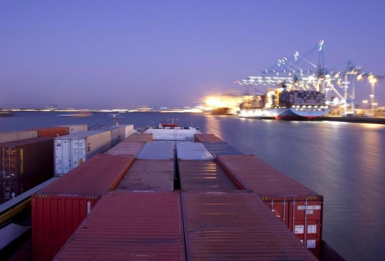 Spadają zarobki armatorów kontenerowców - GospodarkaMorska.pl