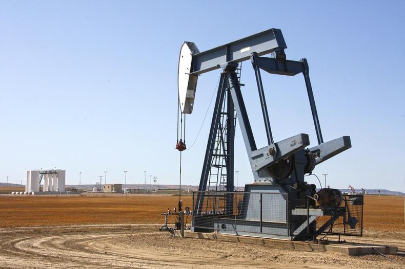 Ropa w USA mocno zyskuje, bo cięcia dostaw w OPEC możliwe do 2018 r. - GospodarkaMorska.pl