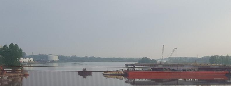 Zamocowano pierwsze przęsło nowego Mostu Cłowego w Szczecnie - GospodarkaMorska.pl