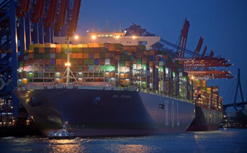 Gigantyczny kontenerowiec po raz pierwszy w Północnej Europie (foto) - GospodarkaMorska.pl
