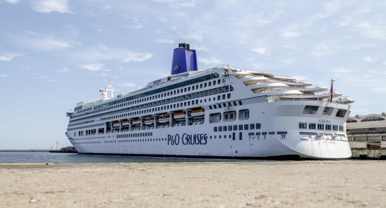 Ponad 270-metrowa MV Aurora zawinęła do Gdyni (foto) - GospodarkaMorska.pl