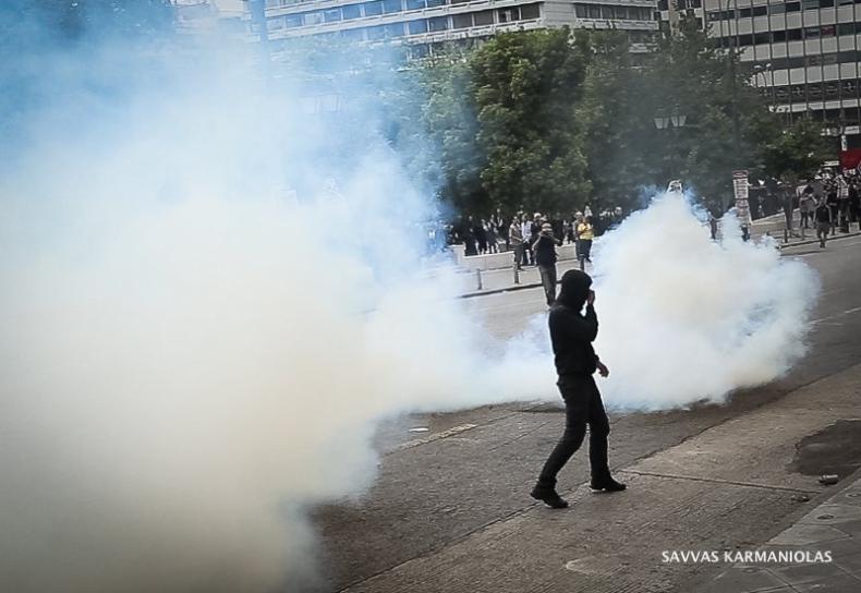 Grecja: W Atenach policja użyła gazu łzawiącego przeciwko demonstrantom - GospodarkaMorska.pl