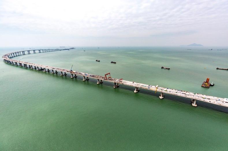 Najdłuższy w Chinach most autostradowy ponad wodą bliski ukończenia (wideo) - GospodarkaMorska.pl