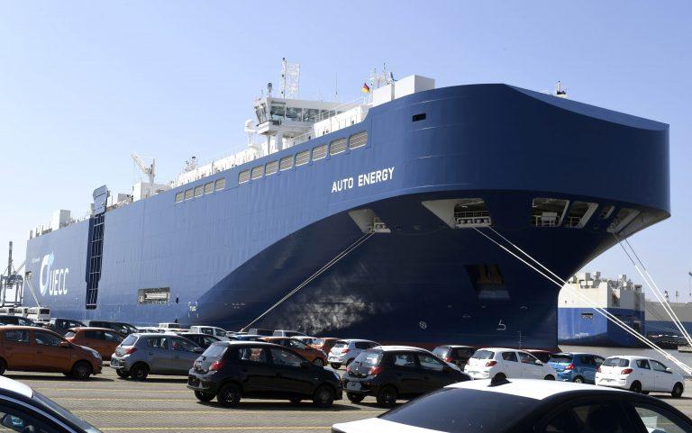 W niemieckim porcie zaprezentowano największy na świecie samochodowiec o napędzie LNG - GospodarkaMorska.pl
