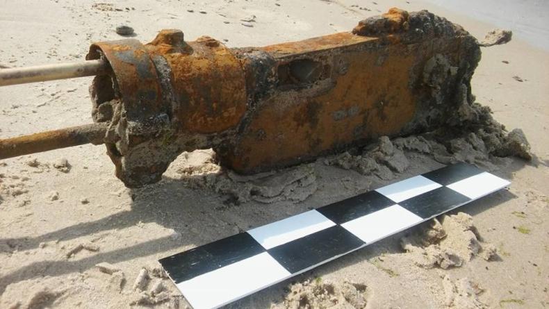 Na plaży znaleziono ogromny karabin z okresu II WŚ (foto) - GospodarkaMorska.pl
