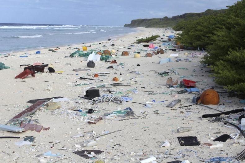 Tony plastiku na bezludnych plażach. To najbardziej zanieczyszczone miejsce na Ziemi (wideo) - GospodarkaMorska.pl