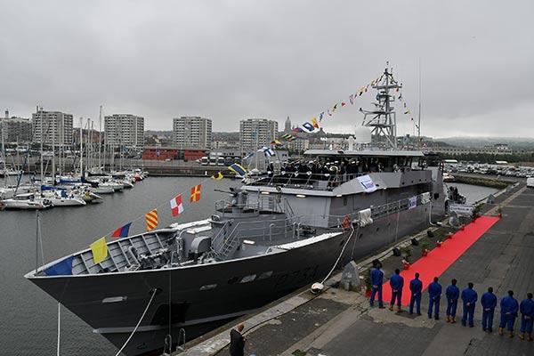 Marynarka francuska ochrzciła okręt, który ma polski kadłub - GospodarkaMorska.pl