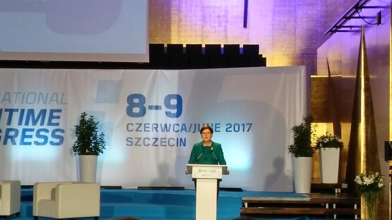 Premier: Obecny rząd odbudowuje przemysł stoczniowy - GospodarkaMorska.pl