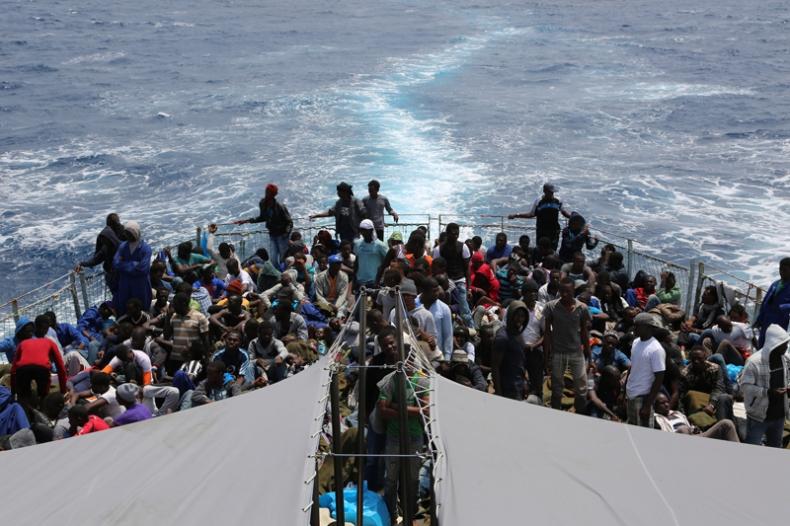 Ok. 800 migrantów uratowanych na Morzu Śródziemnym - GospodarkaMorska.pl